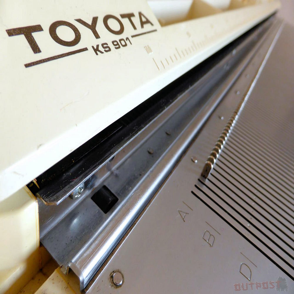 Toyota KS901 knitting machine